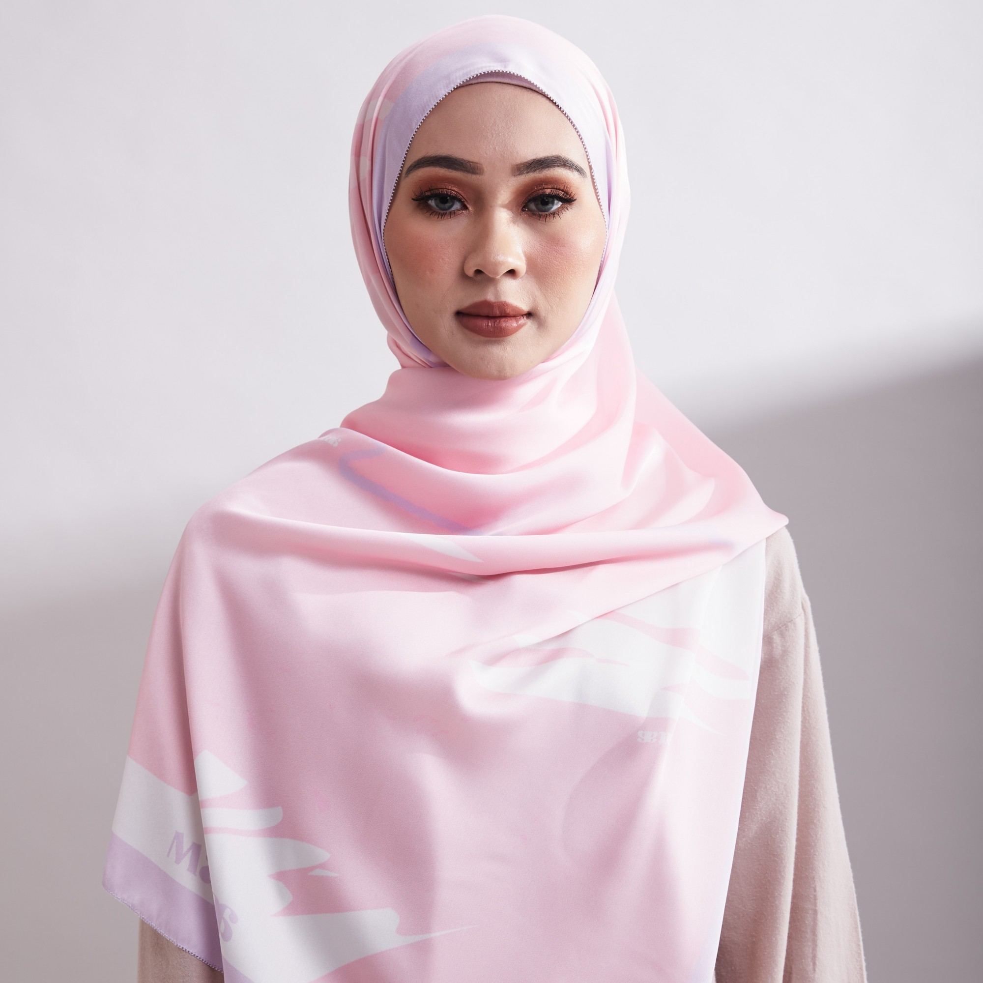 Tudung Qamy The Quad Satin Silk Eyelash Shawl - 2 Mataa Hijab
